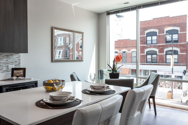dining room at Luxe on Chicago Apartments