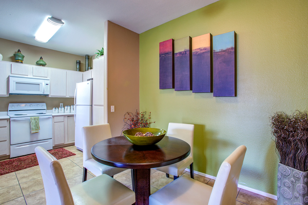 dining room at Sierra Canyon Apartments