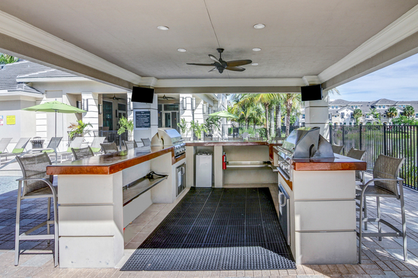 grill area at The Quaye at Palm Beach Gardens Apartments