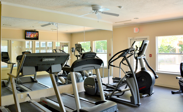 fitness center at Spring Park Apartments