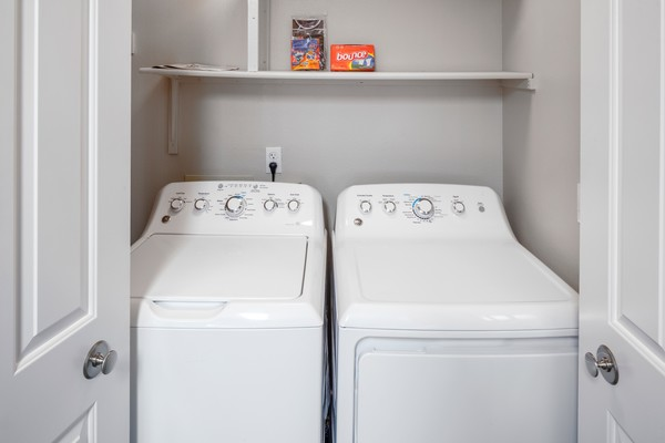 laundry room at Sorrento Bluff Apartments