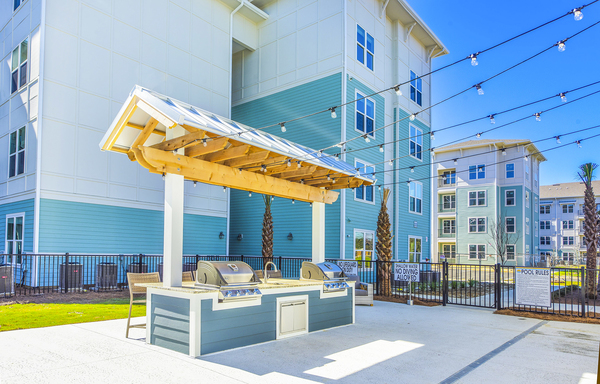 grill area at Atlantic on the Boulevard Apartments