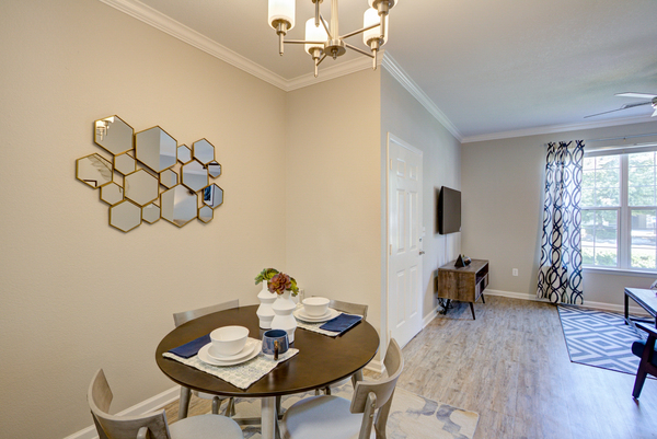 dining room at Alvista Harmony
