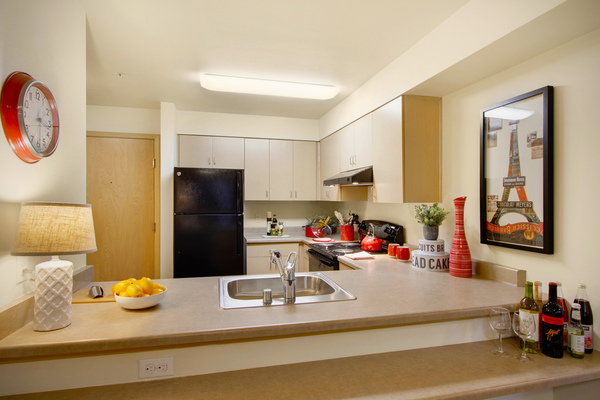 kitchen at Destinations Lynnwood Apartments