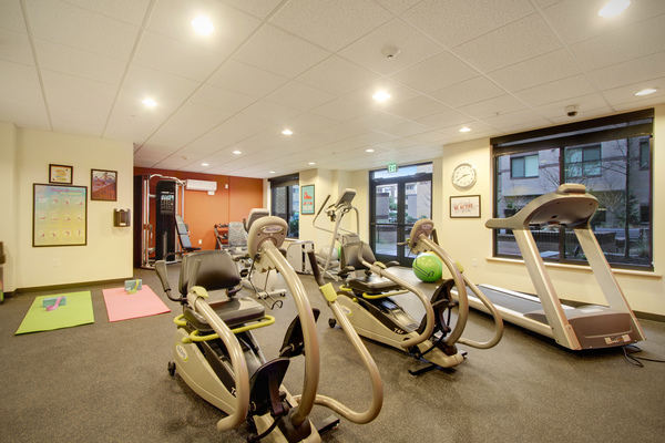 fitness center at Destinations Lynnwood Apartments