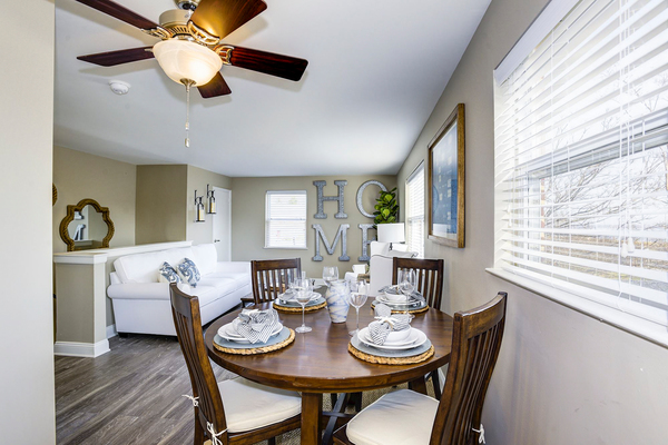 dining room at Village at Fox Point Apartments