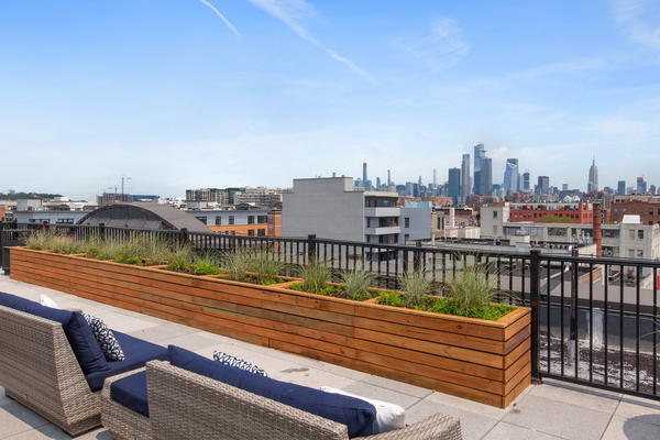 rooftop deck at 1000 Jefferson Street Apartments