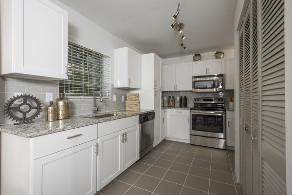 kitchen at Sunset Ridge Apartment Homes