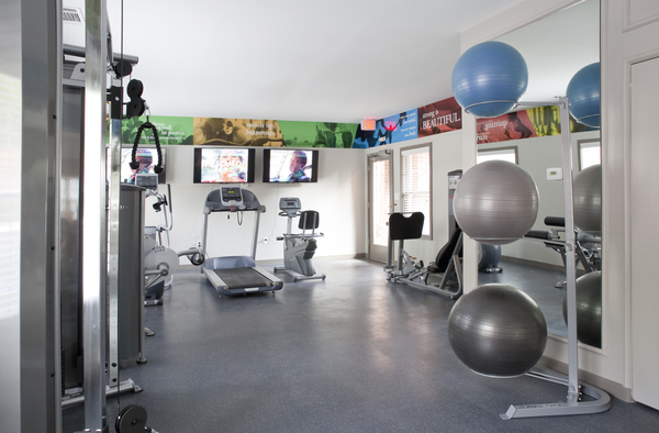 fitness center at Perimeter 5550 Apartments