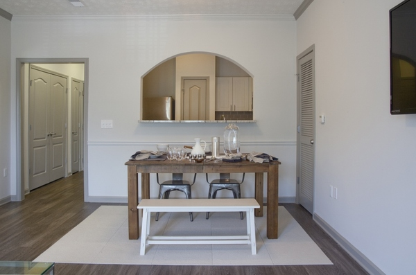 dining room at Estates at Johns Creek Apartments